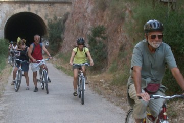 Cicloturismo por los túneles de la Vía Verde