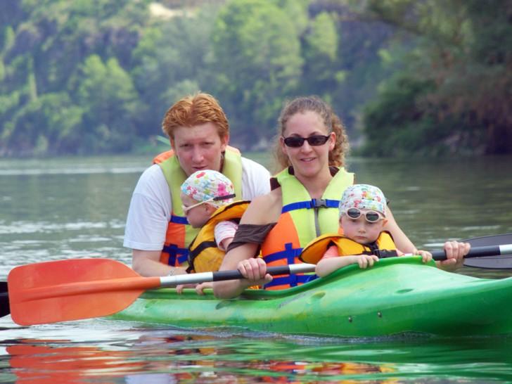 Kayac o canoa para familias con niños por el rio ebro